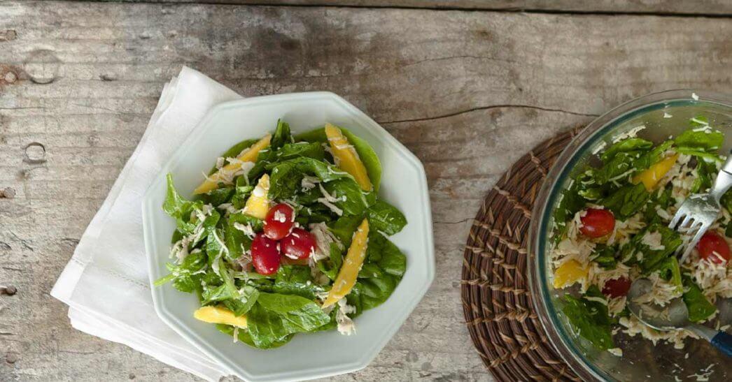 Salada de Frango Grelhado com Espinafre e Manga
